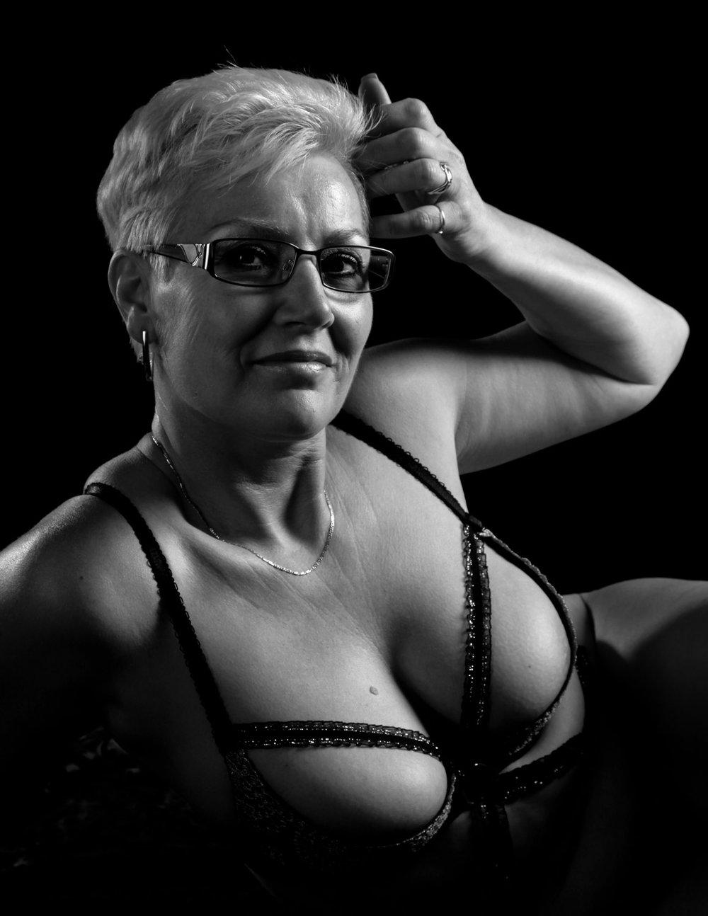 Smartfocus-naakt-en-erotische-fotografie-oudere-dame.jpg
