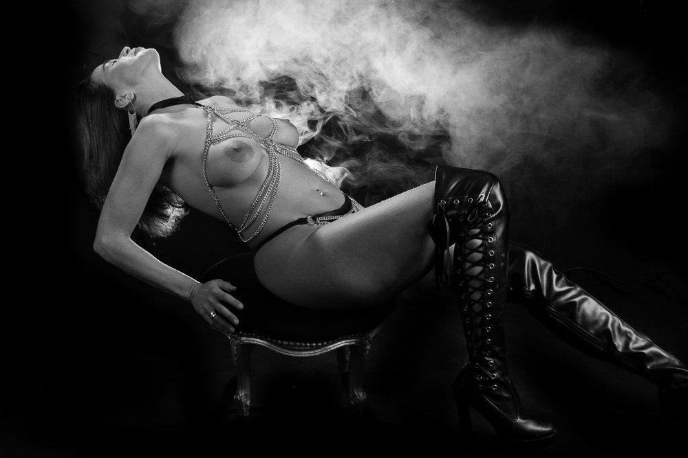 BDSM LINGERIESHOOT MET ROOKMACHINE