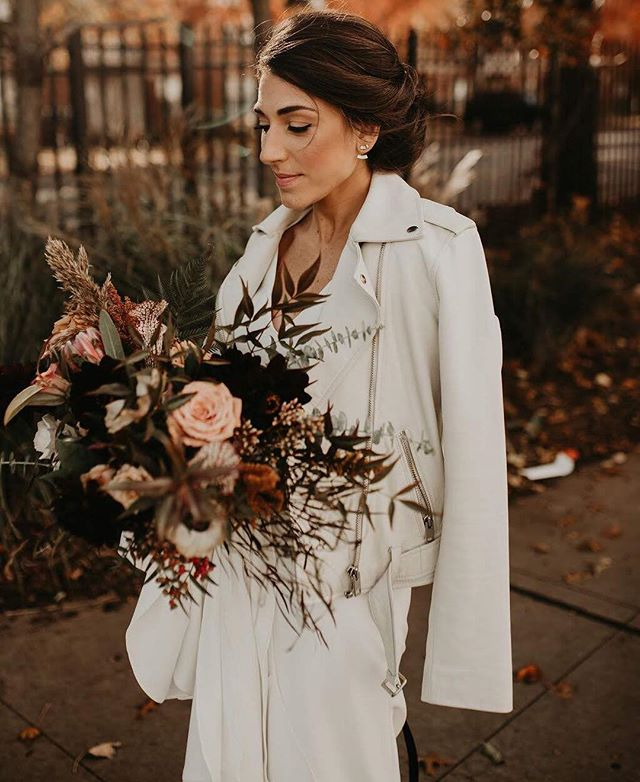 🍂fall🍁 🍂 📸: @cheyannadenicolaphoto 💄Makeup by me for a @shimmerandspice wedding . . . #makemeamermaid #makeupmarylaff #chicagomua #chicagomakeupartist #chicago #chicagomakeup #chicagowedding #chicagobride #chicagoweddingmua #chicagoweddingmakeupartist #chicagoweddingmakeup #makemeamermaidmakeup #chicagobridemakeup #chicagoweddinginsparation #chicagophotography #chicagoculturalcenter #chicagoweddingplanner #chicagohistorymuseum #murphyauditorium #ivyroom #chicagogram #chicagobridalmua #chicagophotographer #windycity