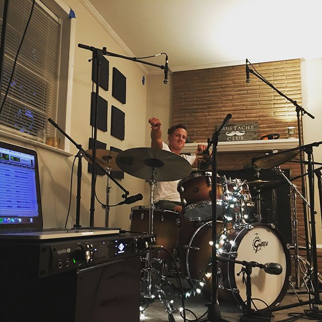 Shout out to a session I did a while back with @grooves_by_andrew If you're looking for a great drummer or a great hang, hit the man up! #musicproducer #nashville #demos #protools #universalaudio #drums #tylategreat