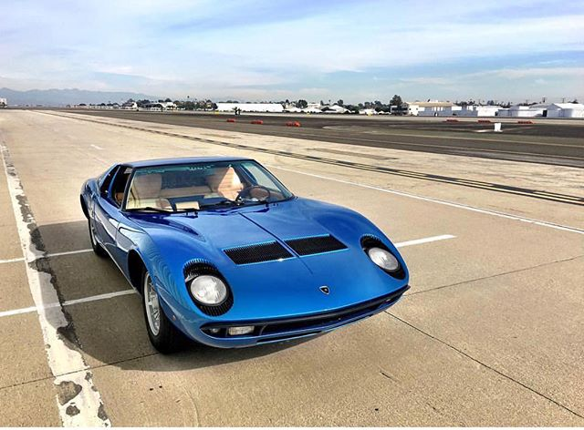 Lamborghini named his cars after prize winning bulls. @thecarshrink is bringing this Miura tomorrow. Reminder this is a private event with limited tickets available, get your tickets at our website: www.lacarreterashow.com 100% of profits go to @paralosninosorg a charity benefiting LA's neediest children ❤️. #lacarreterashow #lamborghinimiura