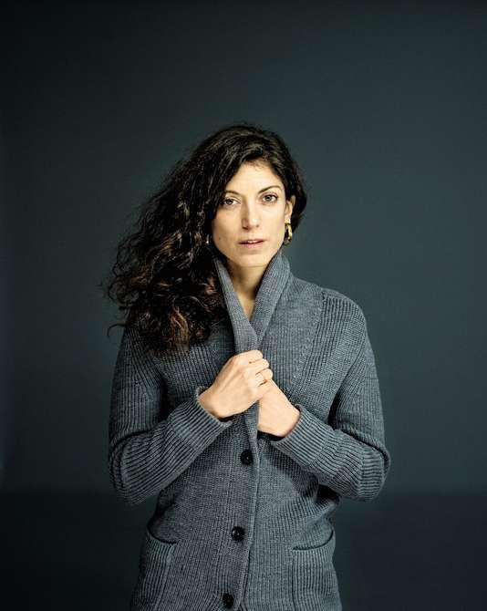 Axelle TESSANDIER / Entrepreneure et auteure.  Après avoir vécu 5 années au cœur de la Silicon Valley, Elle fonde   AXL Agency  , son agence de réflexion et d'action sur la transition numérique en 2013. Axelle s'est occupée de l'ouverture de la plateforme de crowdfunding   Kickstarter   aux startuppers et créateurs français, et réfléchit aux enjeux du numérique, du management de l'innovation et de la génération Y. Faisant de la diversité un enjeu d'innovation, Axelle soutient les femmes dans la création de leur startup. Elle collabore aujourd'hui avec le   GROUPE M6   au lancement du media «   Wondher par Golden Network     » en tant que rédactrice en chef de ce media destiné destiné à faire bouger les lignes et la société à travers l'empowerment féminin.