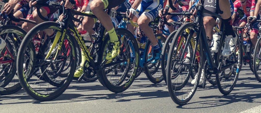cycling-2650366_1920.jpg