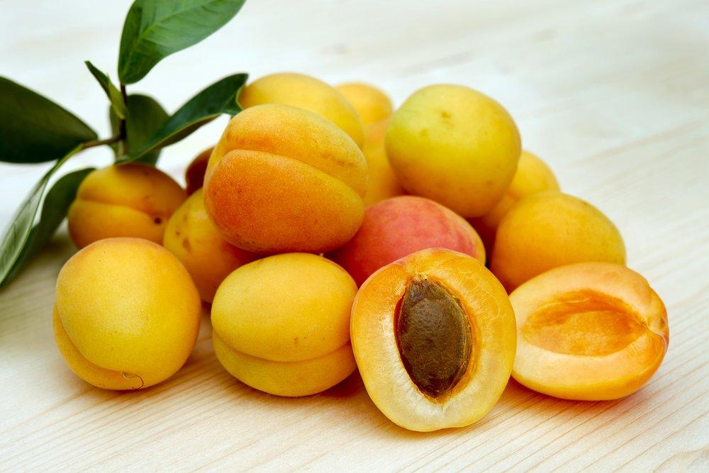 apricots-2523272.jpg