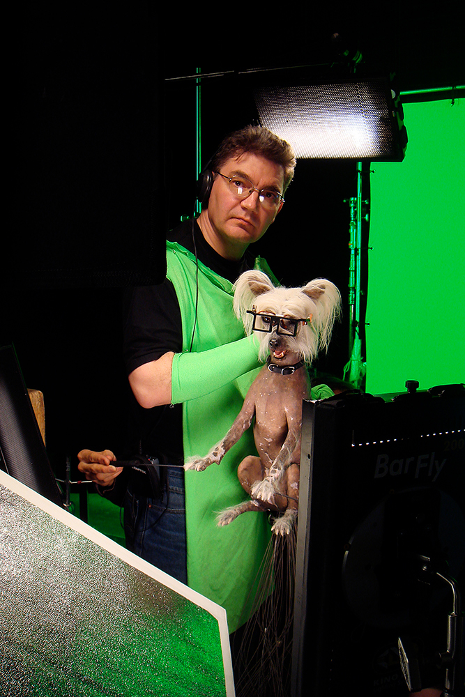 here's dave barclay puppeteering our animatronic peek seen in  cats and dogs 2: revenge of kitty galore