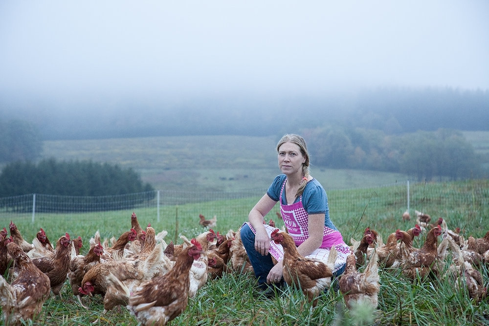 Jennie_Kahly_with_chickens_Possum_Tail_Farm_1753.jpg