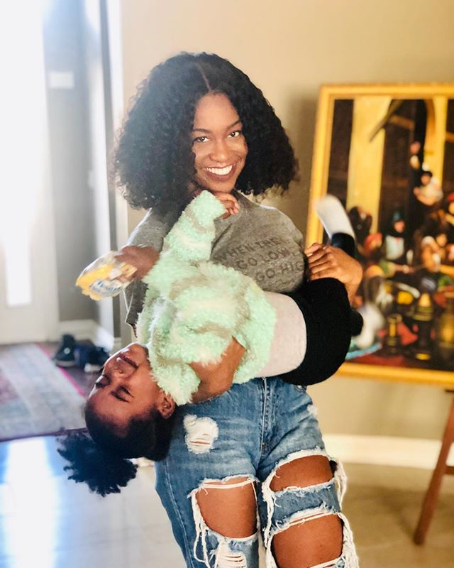 Baby trippin but I'm still fly 💁🏾‍♀️ I love you Talyaaaa @talyanakash 📸: @faraherz_ #momlife
