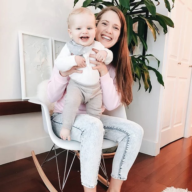 Good morning, and happy Friday! Today's interview is with @jannitasophie, a Miami-based mama and attorney. She talks about moving from Germany to the U.S. and how she makes it work as a working mom today on the site. Link in bio // 📷: @jannitasophie #motherhoodherway