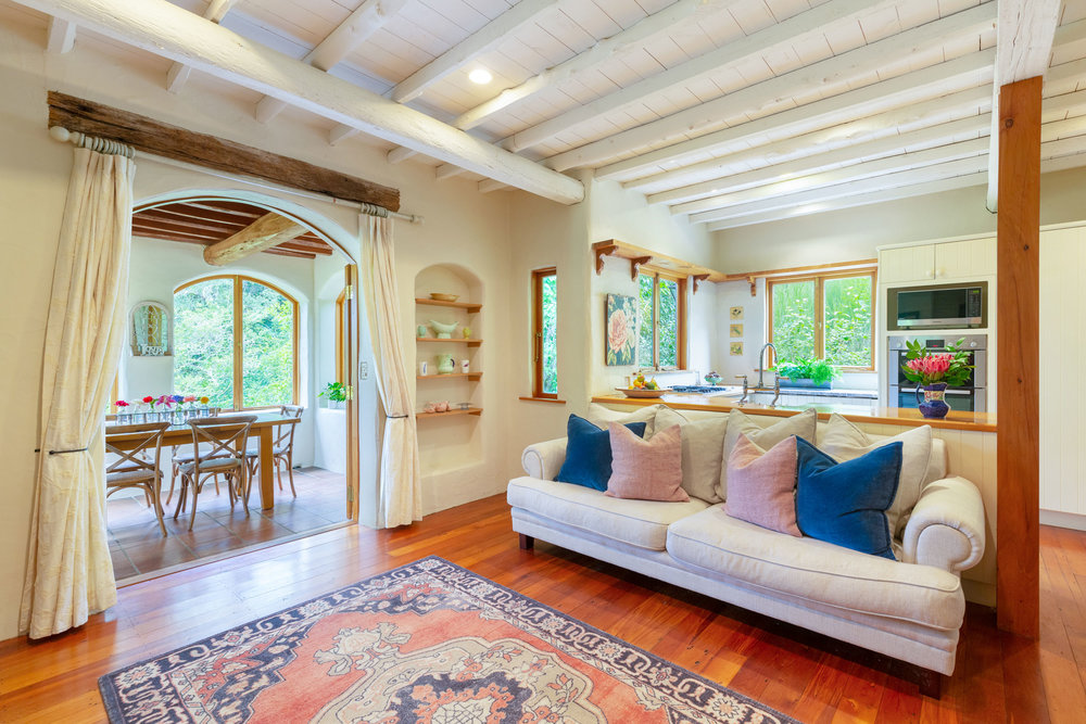 Motueka-River-Lodge-The-Cottage-living-room.jpg