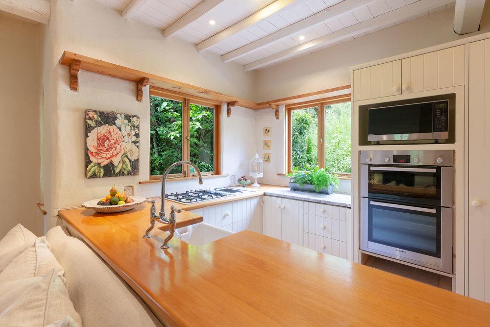 Motueka-River-Lodge-The-Cottage-Kitchen.jpg