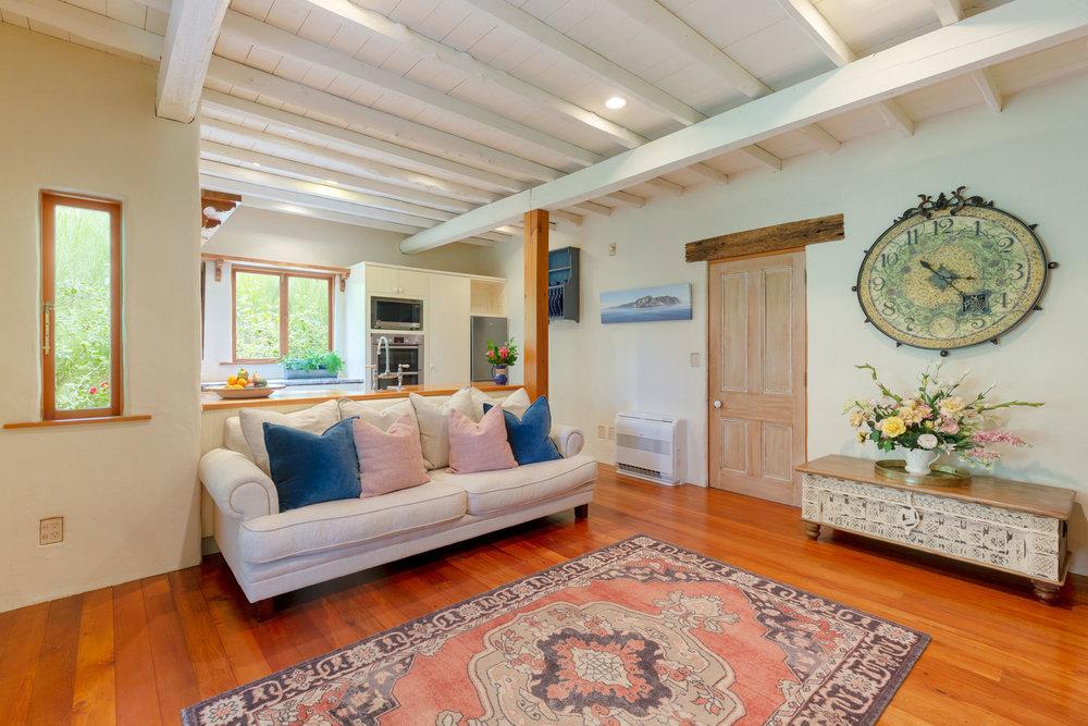 Motueka-River-Lodge-Cottage-Lounge-Area.jpg