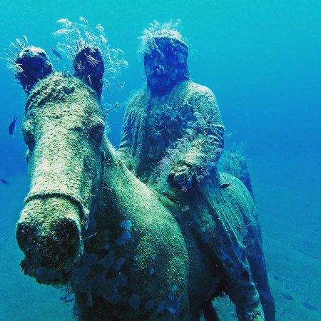 side-underwater-museum.jpg