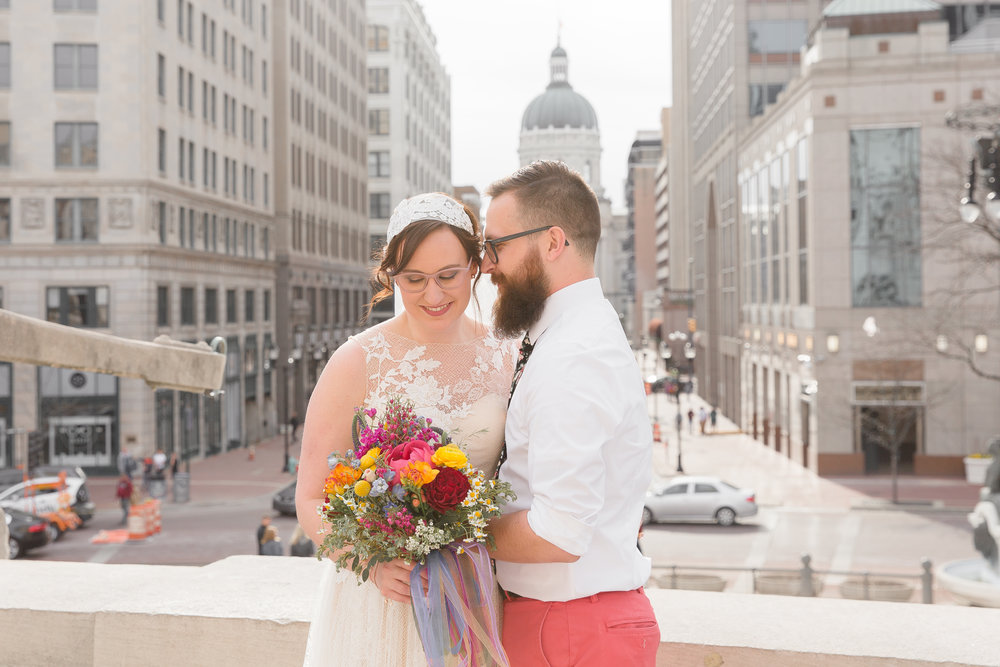 bride and groom in downtown indianpolis