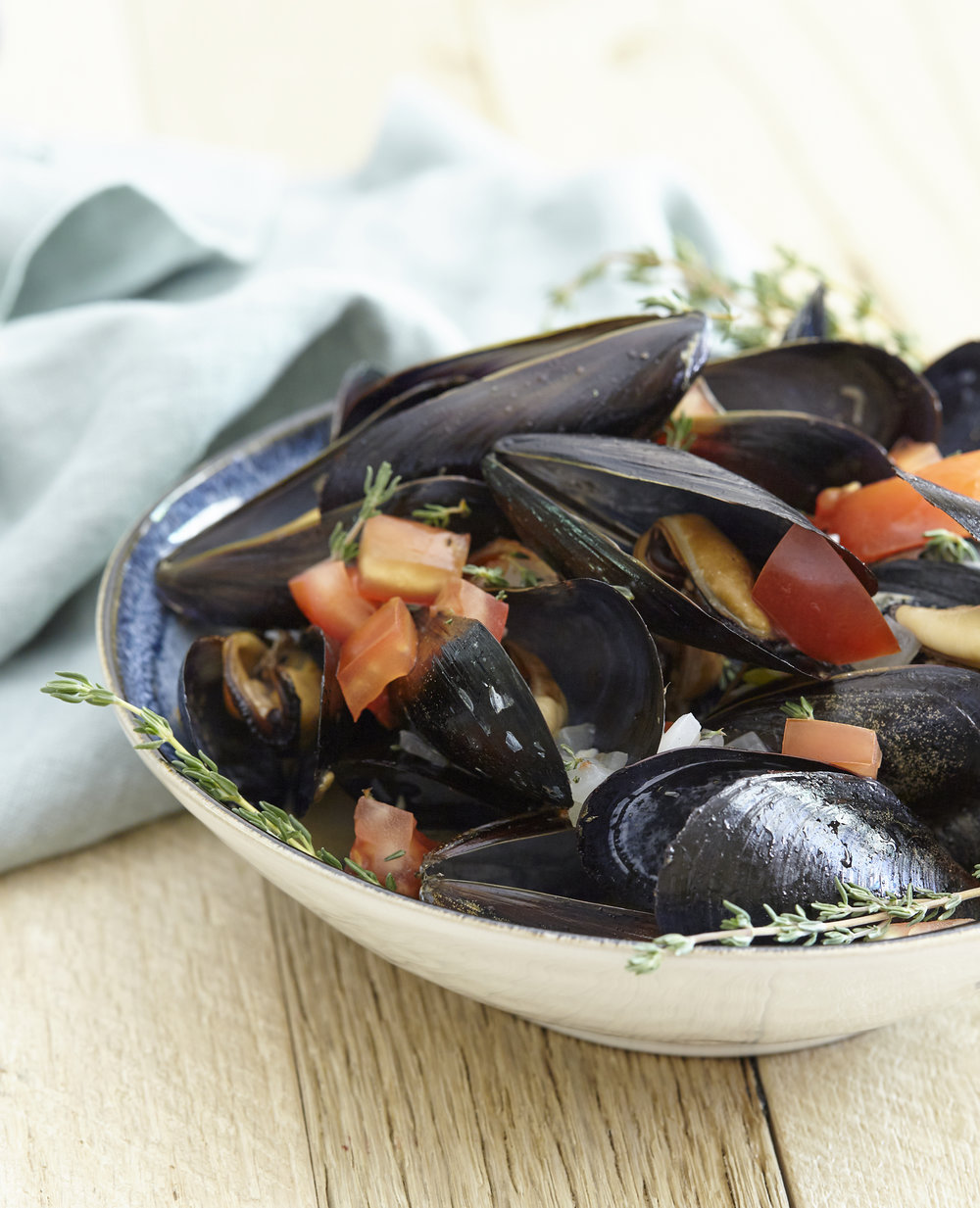 Steamed_Mussels_With_Garlic_Bacon_&_Butter.jpg