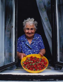 woman-strawberries-alan-lyman-harris-copyright.jpg