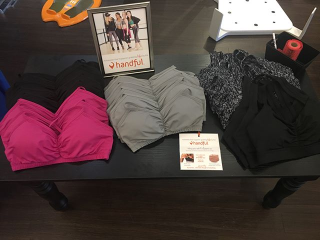 Come check us out at Fleet Feet in Tacoma and enter the raffle for a free Handful tonight! Other fun vendors are here doing fun things too! #ComeCheckItOut 🧡 #TacomaWashington #FleetFeetSportsTacoma
