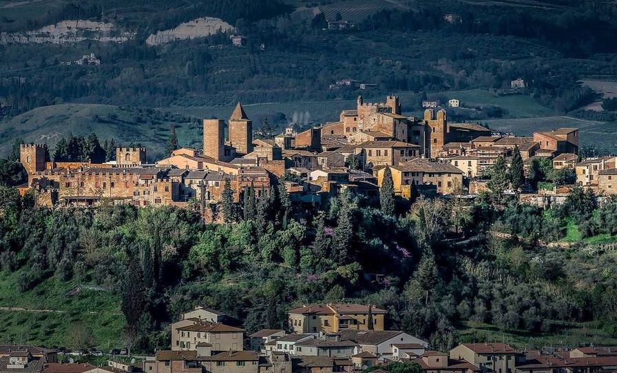 Photo of Certaldo Alto by Bernd Thaller https://www.flickr.com/photos/bernd_thaller/   Certaldo Alto is a perfectly preserved Medieval walled town situated in the province of    Tuscany   . It's a quaint and charming town with beautifully preserved Medieval architecture and a relaxed atmosphere. It also boasts unbeatable views from the top of Casa Boccaccio tower.
