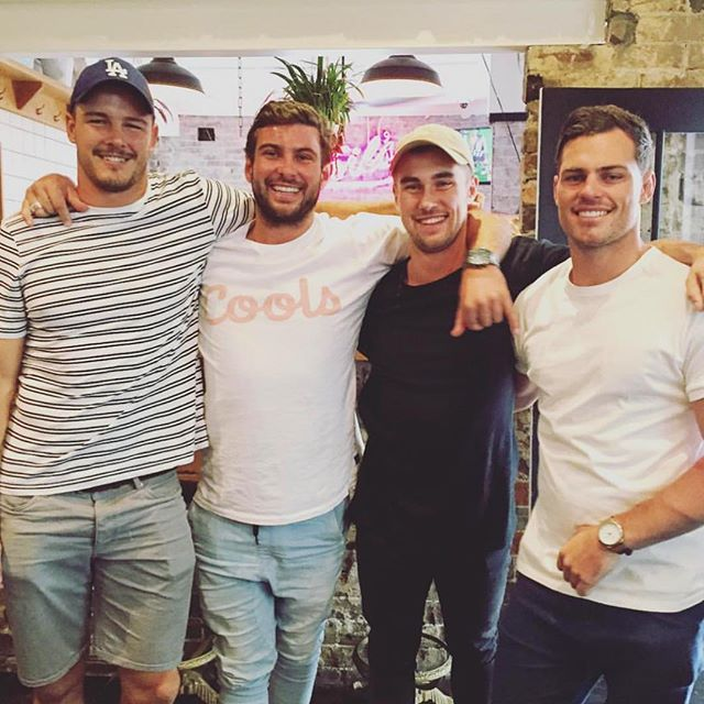 NRL season is finally here and it has all the boys smiling from ear to ear!! 🏈 Kick off is TONIGHT with Storm Vs. Broncos and that means our tipping comp will be officially underway! 🏆 💰 🏈 Come in and register quickly so you don't miss out on being a part of a $7000 prize draw plus you'll get schooner on the house for your efforts 🍻 #howgood #yeahtheboys #nrl #doublebay #royaloakdb #ytb 📸 via @jacksongarlick