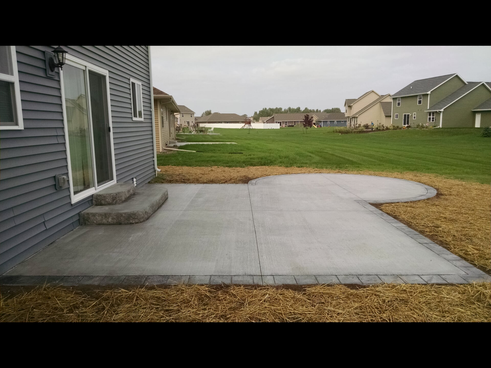 Patio with broom finish
