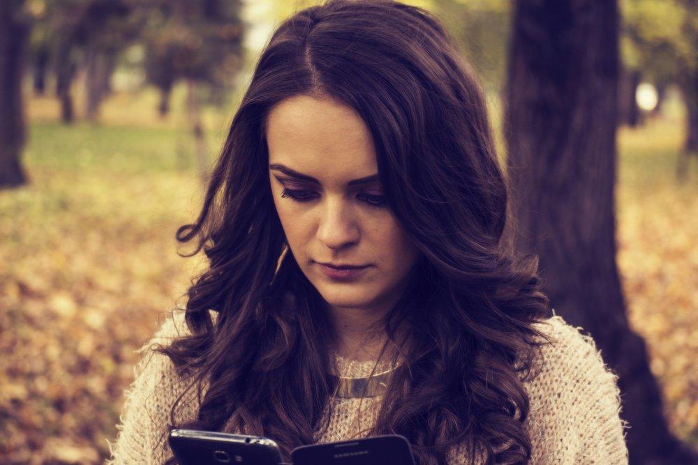 girl-looking-at-phone-1995455_1920.jpg