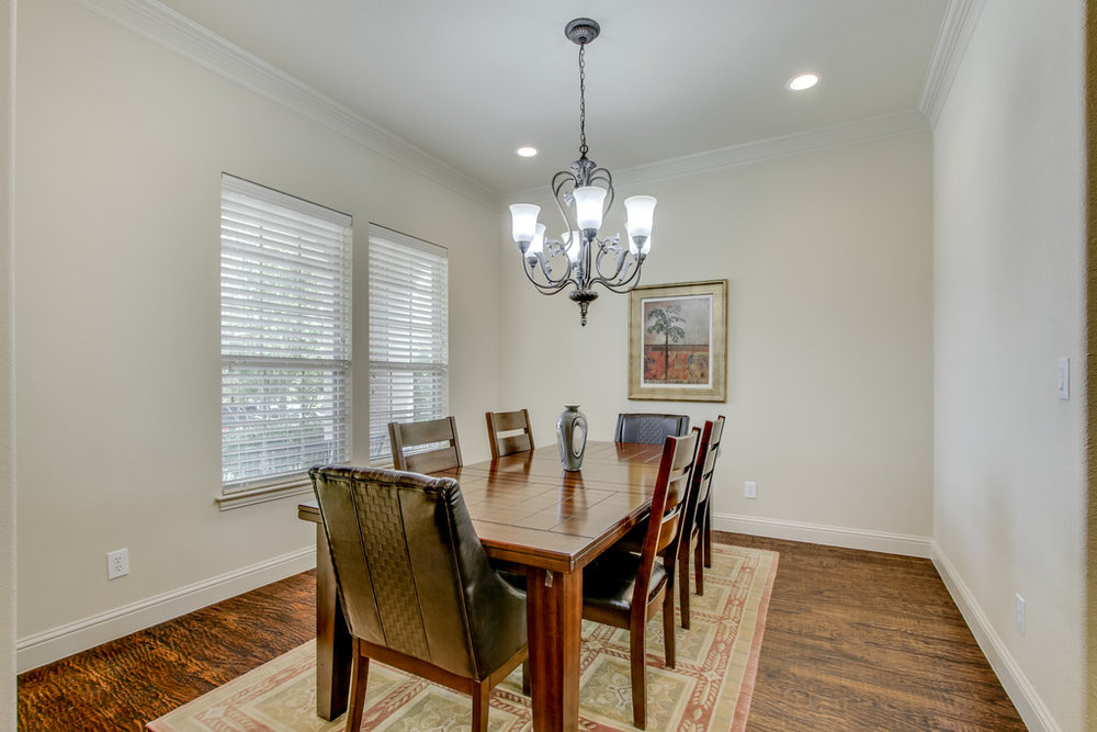 Spacious Dining w upgraded Lights Fixture.