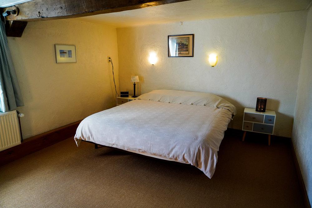 Chambre 2 - Avec un lit double king size.