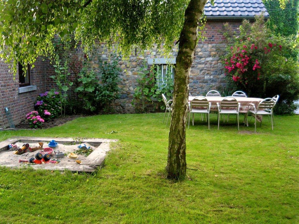 The Garden - Features a barbecue and a sandbox