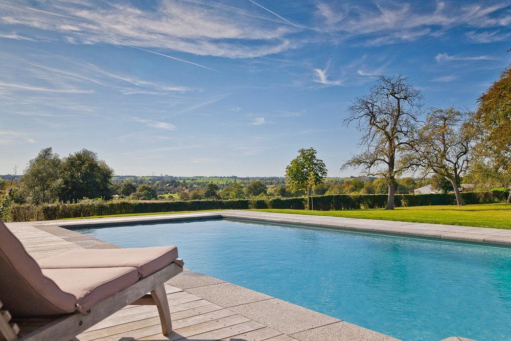 Piscine - Grande piscine extérieure chauffée de mi-avril a fin septembre.