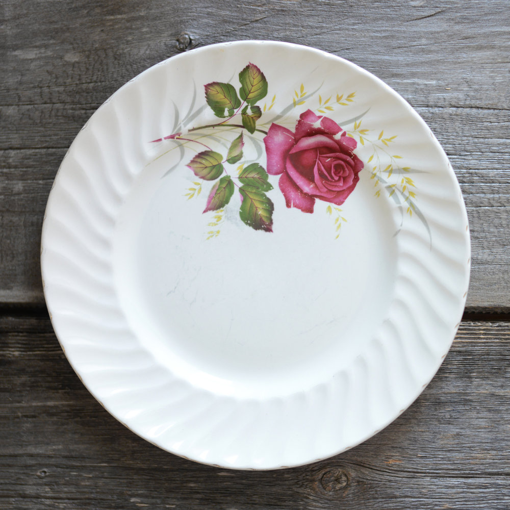 ridgway dinner plate - red - 4 available