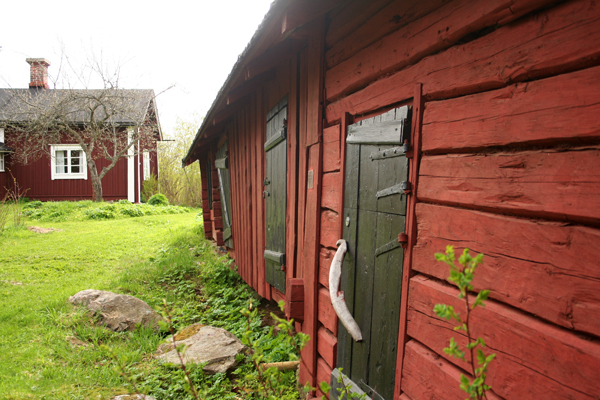 16. Sepän pajan ulkorakennus..16. Smedens uthus - ....Sandströmin sepän ulkorakennus ja navetta...Smeden Sandströms uthus och ladugård.....