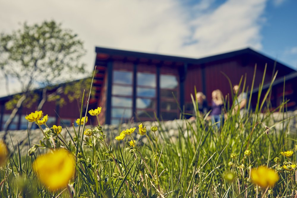 Hytta er utvidet og modernisert igjennom mange år og fremstår i dag som en av Jotunheimens mest moderne hytter.
