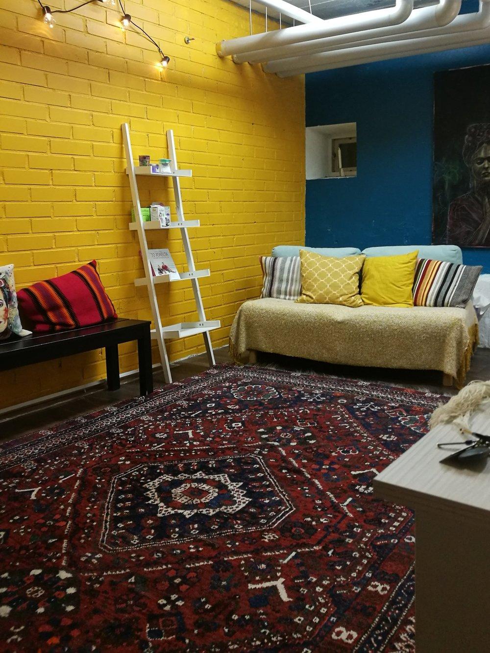 Yoga Base - Tarjoamme joogakursseja Helsingin Vallilassa. Ohjaajina toimii Kirsi Tikka & Tiina Mankki.Lue lisää➝