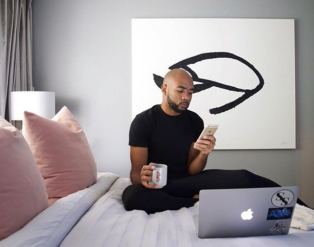 Today I woke up at 6am and it feels pretty damn good! Going to spend the next hour enjoying my coffee, responding to emails and catching up on the latest videos from my favorite Interior Designer @karinbohn. 👏🏽 #interiordesign #bedroomgoals #morningroutine #homelifestyle #interiordesigner #corbecompany #blushpink #velvetdrapes #largescaleartwork #photography #behrpaint #monochromehome