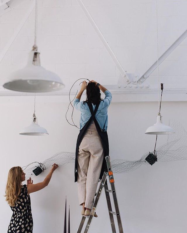 When given a blank canvas, the potential is always exciting ✨Our idea is to build, upwards and outwards, in new and imaginative directions - incorporating interesting materials in order to create a beautiful environment for people to meet. This is Emma and the wonderful @bloaumstudio building the space at the Rye event back in May 🌿  #yondercollective #creativenetworking