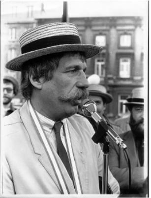"""1980: Ted de Braak   Nederlands zanger/cabaretier/presentator vooral bekend van """"Farce Majeur"""", """"Toy Toy met Ted"""" en de """"Ted Show"""". Zijn liedje """"een glaasje Madera, my dear?"""" haalde ooit de hitlijsten"""