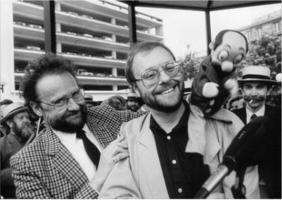 """1984: Kiekeboe   Robert Merhottein (Merho), geestelijke vader van de stripheld """"Kiekeboe"""", tekende dat jaar """"De Snor van Kiekeboe"""".  Ook enkele snorren van onze club figureerden in dit stripverhaal."""