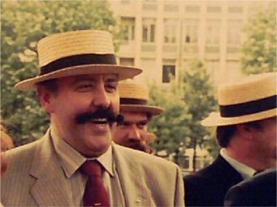 """1985: Joe Hermie   Joe was persfotograaf van """"Het Laatste Nieuws - De Nieuwe Gazet"""".  Een fotogenieke snor door één van zijn collega's vastgelegd op de pelicule."""
