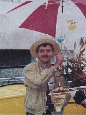 1994: Frank Deboosere   Onze sympathieke weerman die kort nadien echter zijn snor heeft afgeschoren. Foei, foei Frank.