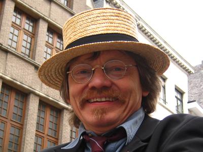 """2008: Jimmy Henderickx   Zanger/muzikant bij """"Halfzeven Doenker"""", Antwerpse groep met plezante en pikante liekes."""