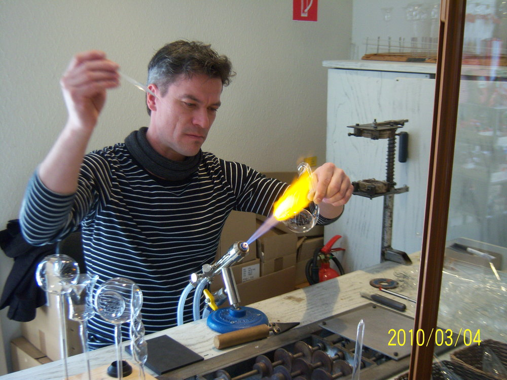An in-person glass-blowing demonstration at the Inge-Glas factory in Neustadt-bei-Coburg.