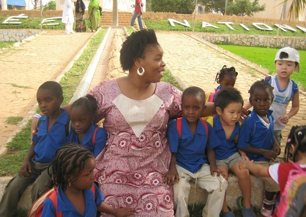 PM Tecie with our school students at the National Musuem or zoo 2010 2011.jpg