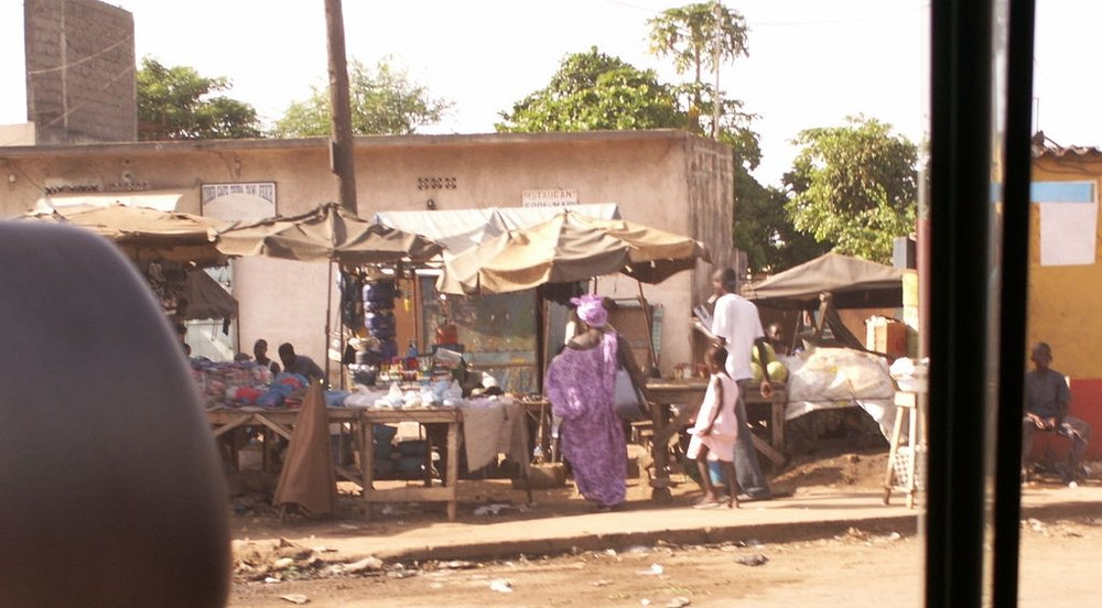 Shops beside a road in Dakar. Photo:  Wikimedia
