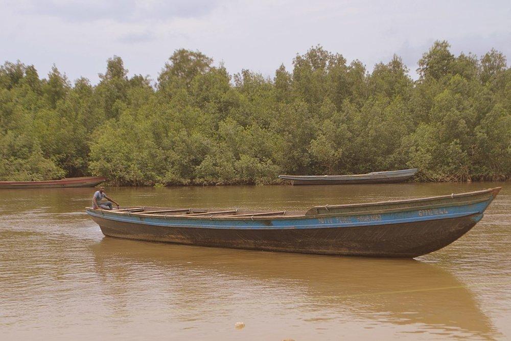 A Cameroonian fisherman.  Credit: Minette Lontsie , Pêcheur en route pour la peche , CC BY-SA 4.0