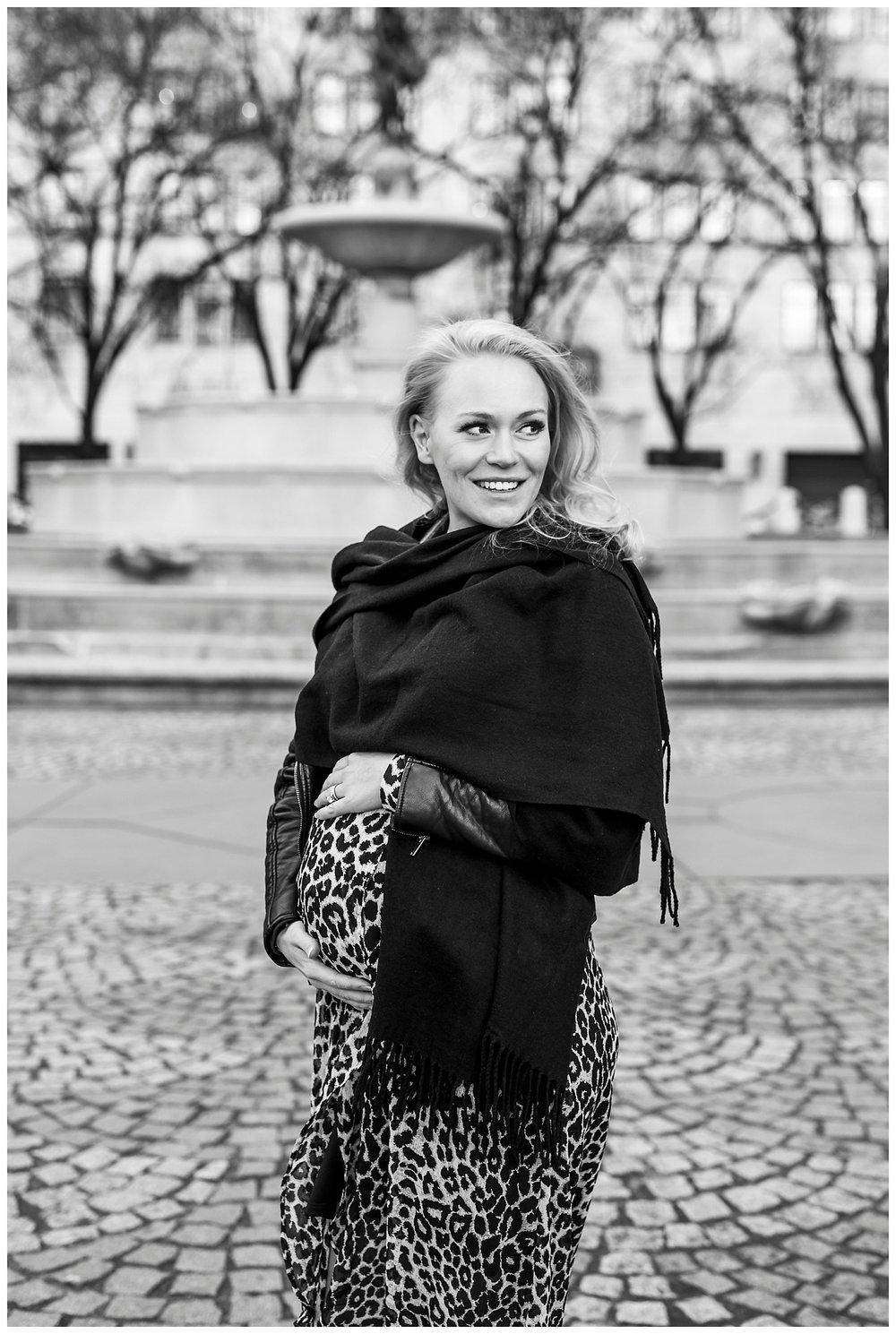 Krista_Maternity_Photos_Central_Park_NYC_Apollo_Fields_99.jpg