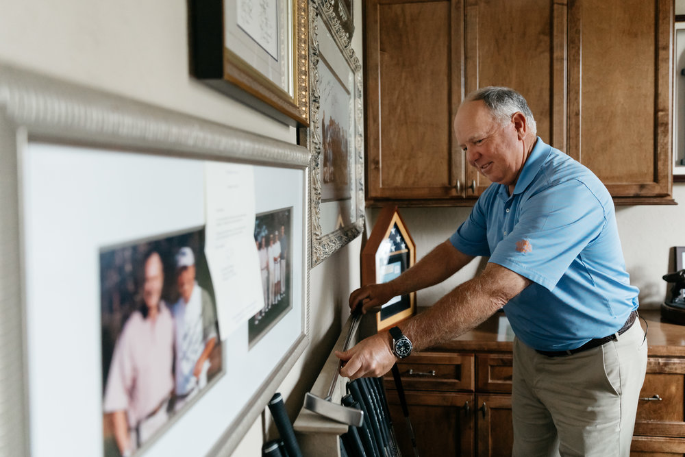 """PURE member and golf legend Mark O'Meara with his """"Lucky Putter"""" in his home in Houston, Texas."""