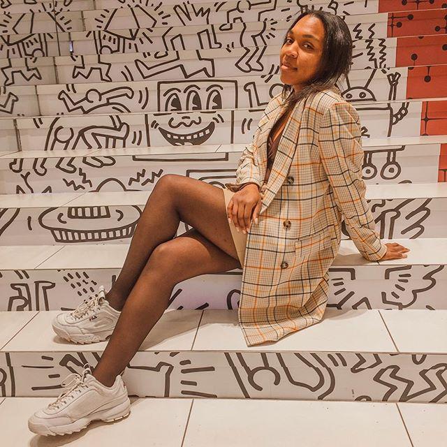 Todo lo que sé es que quiero quedarme contigo hasta el amanecer. . . .  #style #fashion #streetstyle #ankleboots #HarryStyles #YSL #ootd #Positivity #OOTDBlackGirls #StyleBlogger #denim #wanderlust #travel #newyork #ootdstreetstyle #nyc #ny #nycstreetstyle #dress #styleinspo #fashioninspo #stylesinspiration #bookblogger #nyblogger #art #nycblogger #fashionblogger #lifestyleblogger