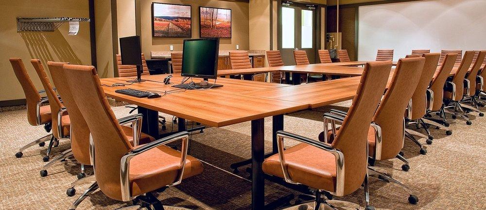 boardroom-2326086_1920.jpg