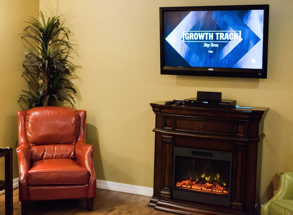 The Living Room is a small room for gathering right next to our auditorium, designed for comfort and connection. -
