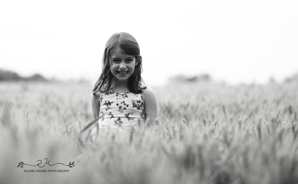 Jersey photographer - girl hiding in cornfield