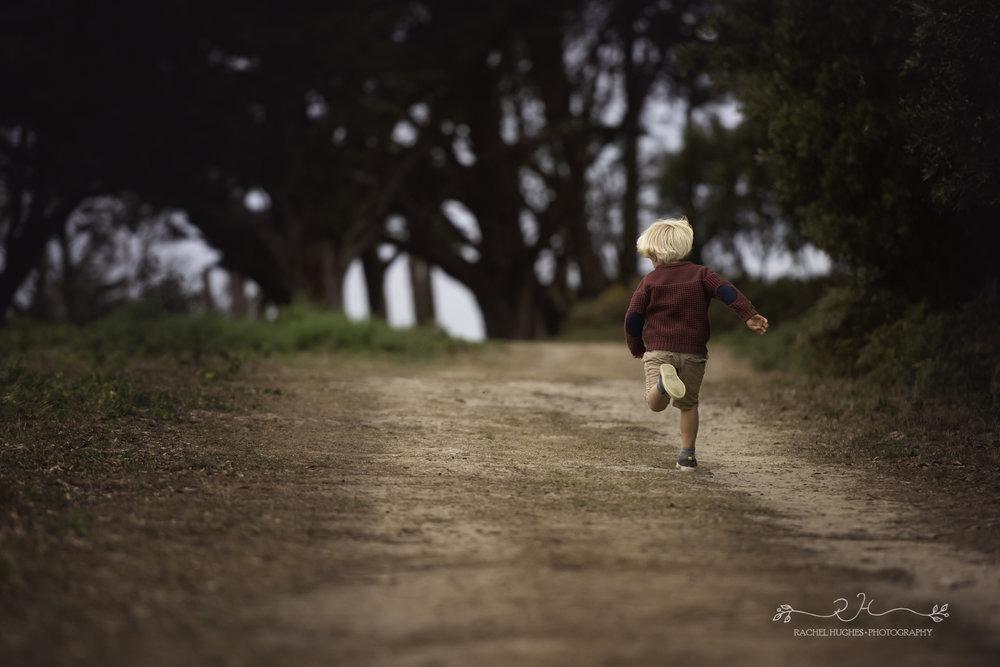Jersey photographer - boy running at Grantez